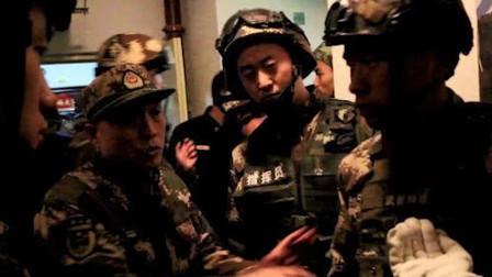 河南濮阳一男子劫持3名成人5名儿童,武警出动