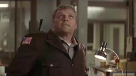 第一滴血:兰博带着枪来找男子,这段绝对值得一看