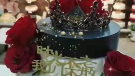时光不老我们不散,这款黑金皇冠双层蛋糕,时尚高端大气上档次!