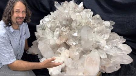 男子野外探险发现巨大水晶矿石,结果仔细查看后,竟直呼自己:发财了!