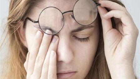 眼睛经常感到累吗?2个快速缓解眼睛干涩酸痛的方法,保证有效