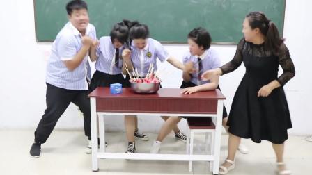 学霸王小九校园剧:老师用吃西瓜串串竞选劳动委员,没想被女同学一口气吃完,太逗了