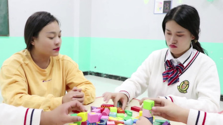 学霸王小九校园剧:老师带学生玩积木,没想刚搭好的城堡被男同学一个喷嚏吹塌!真逗
