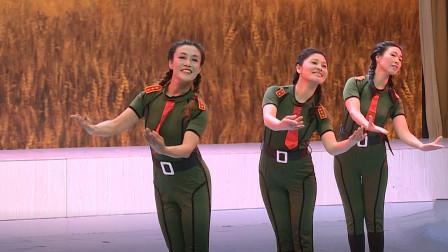老歌新编广场舞《不忘初心》军旅风服饰,舞蹈与形体结合,柔到骨子里