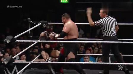 WWE:实力碾压!恶魔芬被萨摩亚乔随意践踏