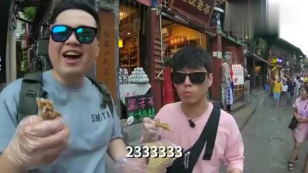 美食:韩国人重庆街头吃鸡爪看到直言恐怖不敢吃,尝过后直言太好吃不臭
