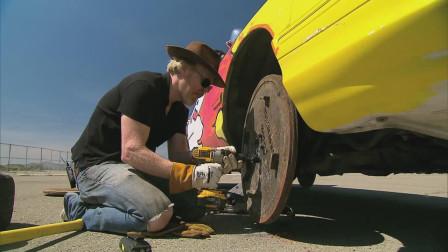 4个轮胎全爆,老外用4个井盖当轮胎,碰到障碍物能刹住车吗?