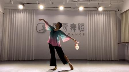 古典舞《宫墙柳》,周雨奇老师生日即兴舞蹈,太美了!