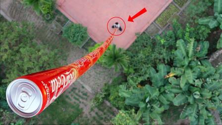 小伙脑洞大开,将可乐罐叠加100米高会怎样,结果让人欲哭无泪!