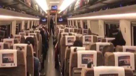 男子乘高铁偷邻座手机 登微信冒充机主骗钱