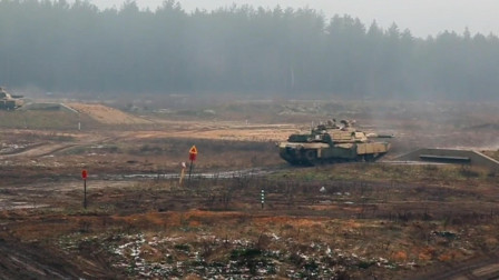 美军M1A2主战坦克在夜晚作战,强悍的火力
