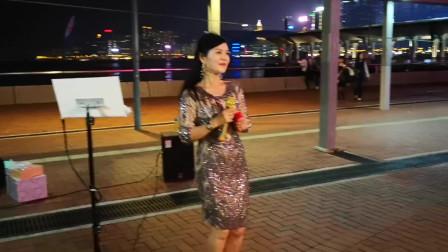 香港美女歌手小红翻唱《欢乐年年》,愿你好运天天有