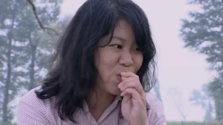 傻女孩为吃炉果不择手段,一直缠着穷小子要炉果吃,太搞笑了!
