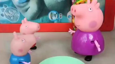 佩奇和乔治干了家务,猪奶奶为了奖励他们,放了两个糖,乔治吃了