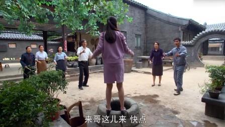 女孩跳井逼老师爱她,谁料下秒老师:我爱你!美女母亲当场气晕!