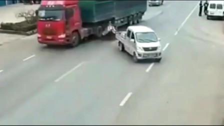 三轮车想过马路,却被迎面而来的大货车撞上,到底是谁的责任?