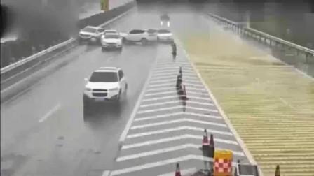 监控:高速上一脚急刹车造成5车连撞,女司机完美诠释,啥叫马路杀手