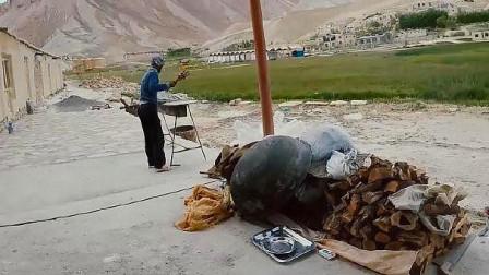 在阿富汗乡下吃饭,顿顿都是硬菜,交流不通全靠手比划!