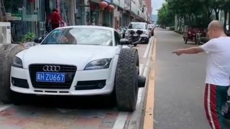 美女嫌弃奥迪底盘太低,直男老公直接把车改装了,这轮子是从大货车上卸的吧