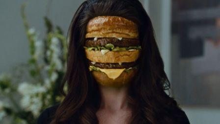 少女和吸血鬼谈恋爱,见家长时才发现,自己被当成了牛肉汉堡