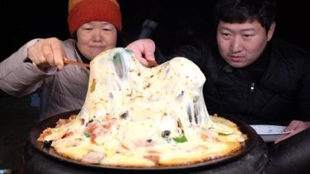 兴森一家:妈妈厨艺不是一般的棒,芝士披萨也做的超好吃
