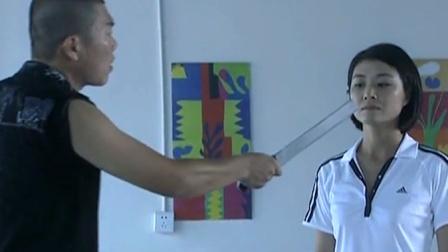 国防生:劫匪拿西瓜刀威胁美女:别多管闲事!谁知美女是特种兵!