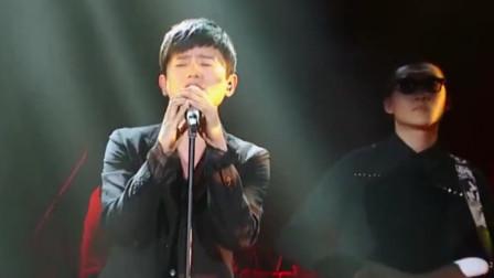 张杰现场演唱一首《夜空中最亮的星》,全场尖叫,根本停不下来