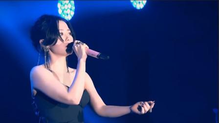 张靓颖现场演唱《画心》!观众饱了耳福又饱眼福,我们都太低估她了
