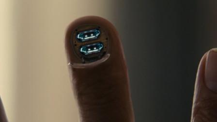 老年上班族被外星人改造,手指成为身体充电孔,竟向日本宣战