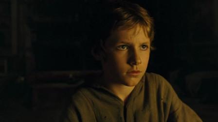 雾都孤儿:命苦小男孩刚逃离丐帮,又入贼窝,还恐吓被唆使一起偷东西