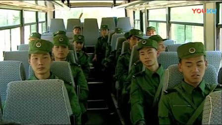 《士兵突击》指导员给老兵们讲述着装甲师的设备和配置,老兵们热血澎湃!
