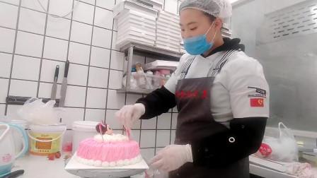 美琪制作粉天使生日蛋糕,非常适合小女孩过生日,一定很喜欢!