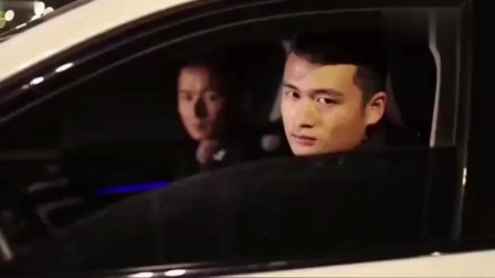 秋名山神车:就服你们手摇车窗的样子