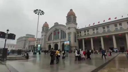 新型冠状病毒传染性比SARS弱,武汉汉口火车站 出租车无人排队打车