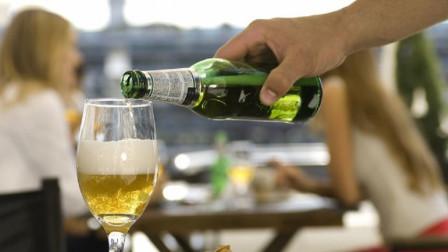 为什么啤酒瓶大多是绿色的,不能做成透明的吗?真相来了