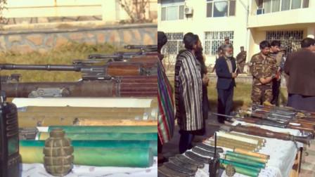 实拍:40名塔利班武装分子向阿富汗政府投降 现场上缴武器