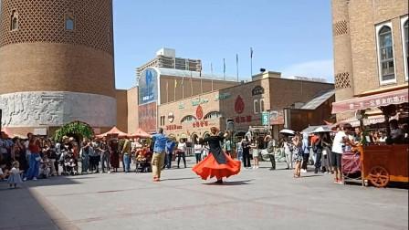 乌鲁木齐广场舞:热闹的大巴扎 欢乐的新疆舞