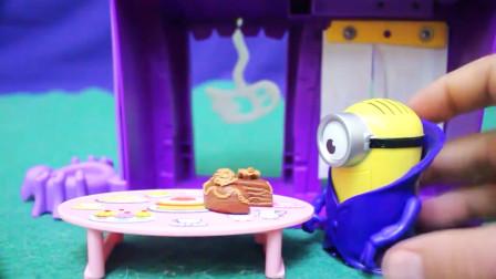 越看越好玩,小黄人作客小猪佩奇家中品尝美食?小猪佩奇玩具故事