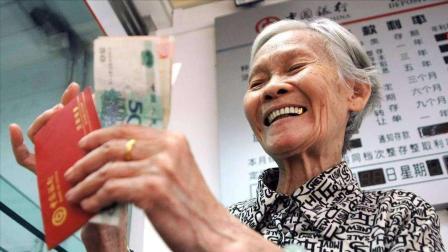 国家终于出手了!老人养老补贴又涨了,看看你能涨多少?