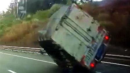 大货车又出事了,这个角度居然没有翻车!真不知司机咋开的