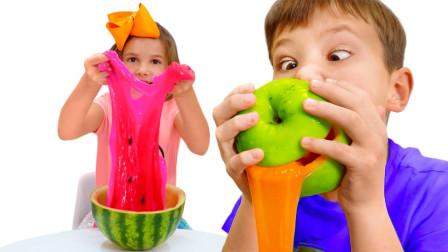 超有趣!萌宝小萝莉怎么做出西瓜史莱姆?可是小正太是做苹果吗?儿童亲子益智手工游戏玩具故事