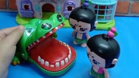 大娃给大鳄鱼做了一个汉堡,大鳄鱼吃完很满意,放七娃回家了