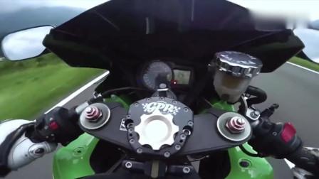 机车摩托:铃木用速度证明实力,每次加速都要抬头,一个油门轻松破百