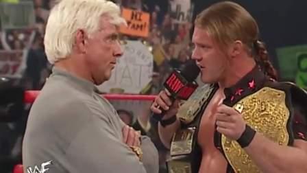 wwe视频 WWE60岁老传奇 为公司辛苦一生 却遭富豪老板拿铁棍暴揍