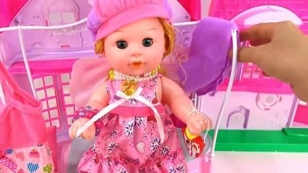 亮亮玩具芭比娃娃梳妆和奇趣蛋玩具试玩,婴幼儿宝宝过家家游戏视频