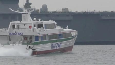 喷水推进的双体船奔驰速度快且平稳,更宽大的上层建筑