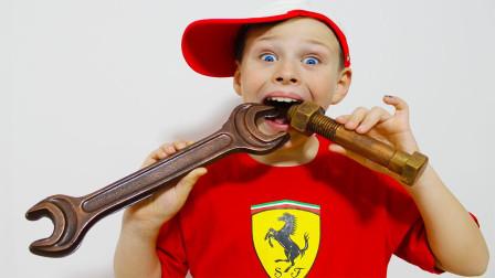 超奇怪!萌宝小正太怎么吃掉修车工具?难道是巧克力做的吗?儿童亲子益智趣味游戏玩具故事