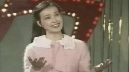 """1983年第一届春晚,初代""""网红""""刘晓庆献唱《绒花》,红了快40年"""