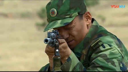 《士兵突击》许三多拆枪训练,班长担心不已,听到老兵说完这些话竟不担心了。