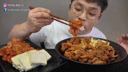 """韩国吃播:""""泡菜炒五花肉+猪肉盖饭+香煎豆腐"""",小伙吃得真馋人"""